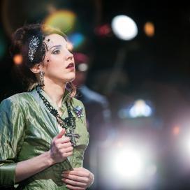 Olesya Golovneva as Donna Anna